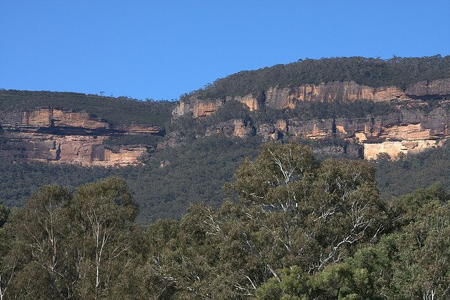 View back to Katoomba - © Flickr user Neil Saunders