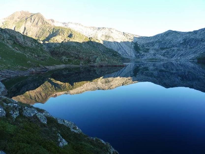 Spanish Pyrenees: Lac de Certascan - © Rupert de Borchgrave