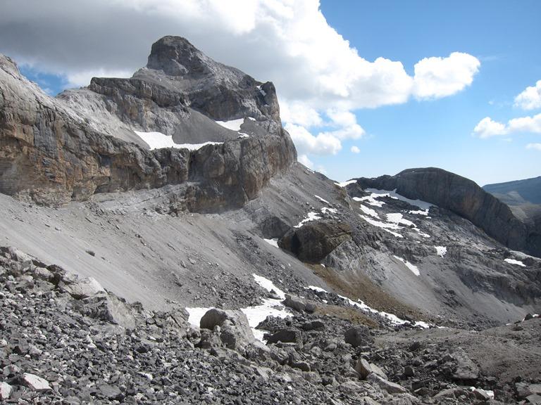 France Pyrenees, French Pyrenees, Spanish ridge-cliffs below Breche de Roland, Walkopedia