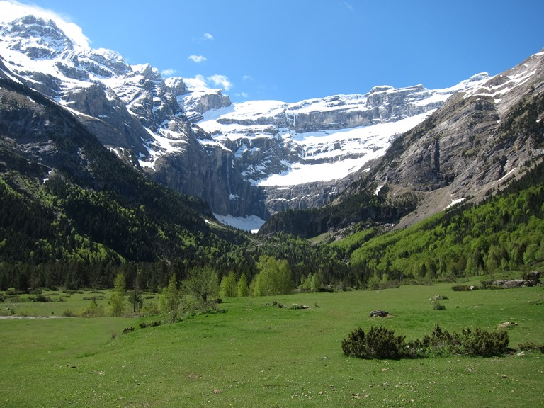 France Pyrenees, French Pyrenees, Cirque de Gavarnie , Walkopedia