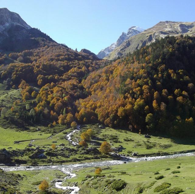 France Pyrenees, Pic du Midi d'Ossau, haute vallee d'Ossau, Walkopedia