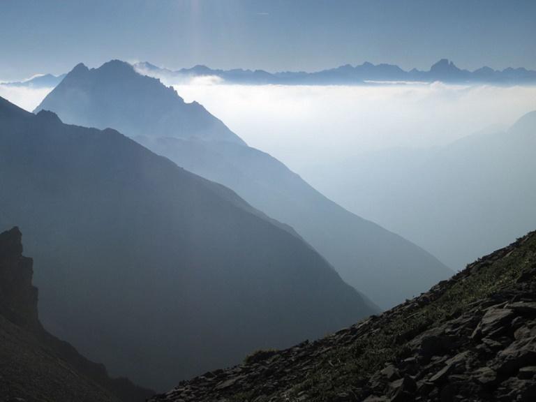 France Pyrenees, Pic du Midi d'Ossau, Pic du Midi d'Ossau view to the West, Walkopedia