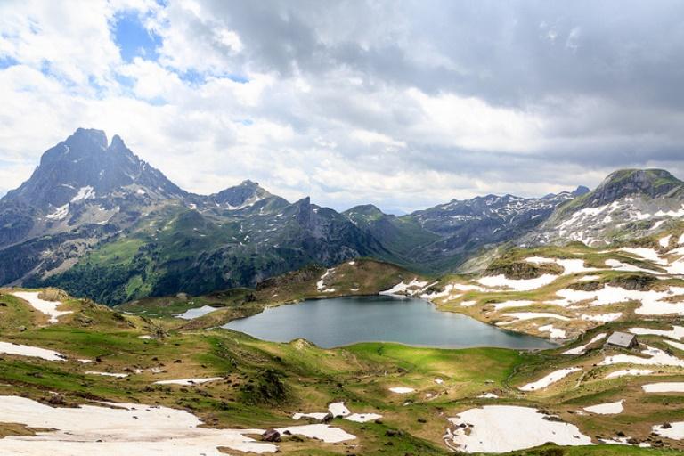 France Pyrenees, Pic du Midi d'Ossau, The Lacs d'Ayous, Walkopedia
