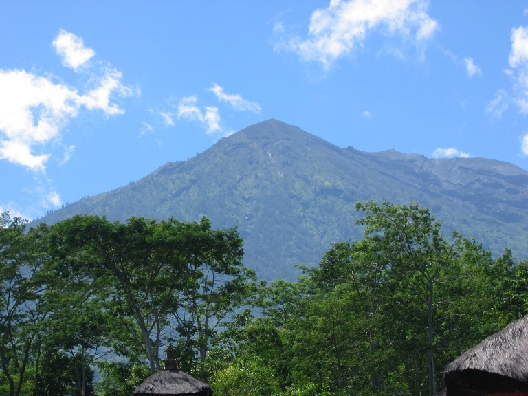 Mt Agung - © Flickr user Joachim Van der Hoeven