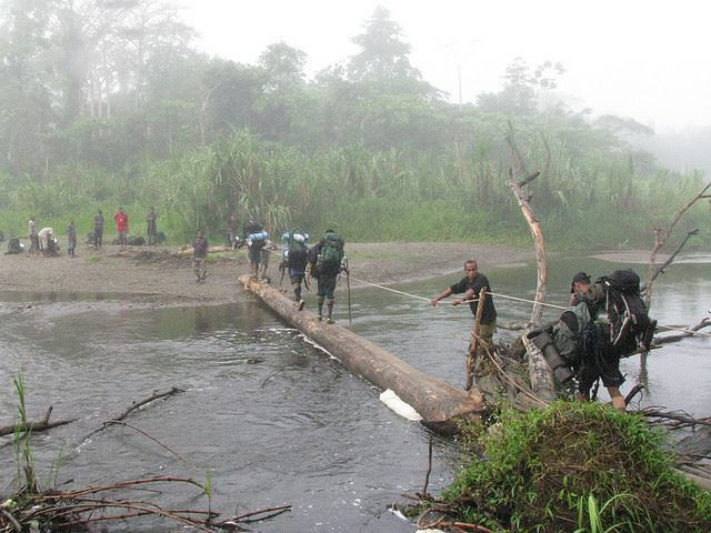 Crossing Emuni river near Menari - © Flickr user Arthur Chapman