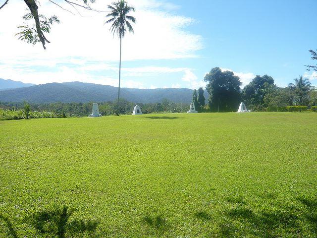 Memorial on Kokoda Plateau - © Flickr user superRelish