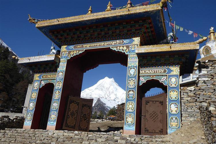 Lho Ribang Monastery near Lho - © Dick Everard