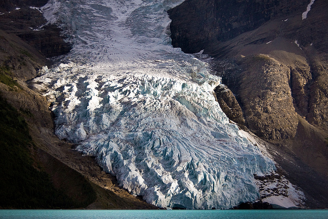 Berg Lake - Berg Glacier - © Copyright Flickr User Jeff Pang