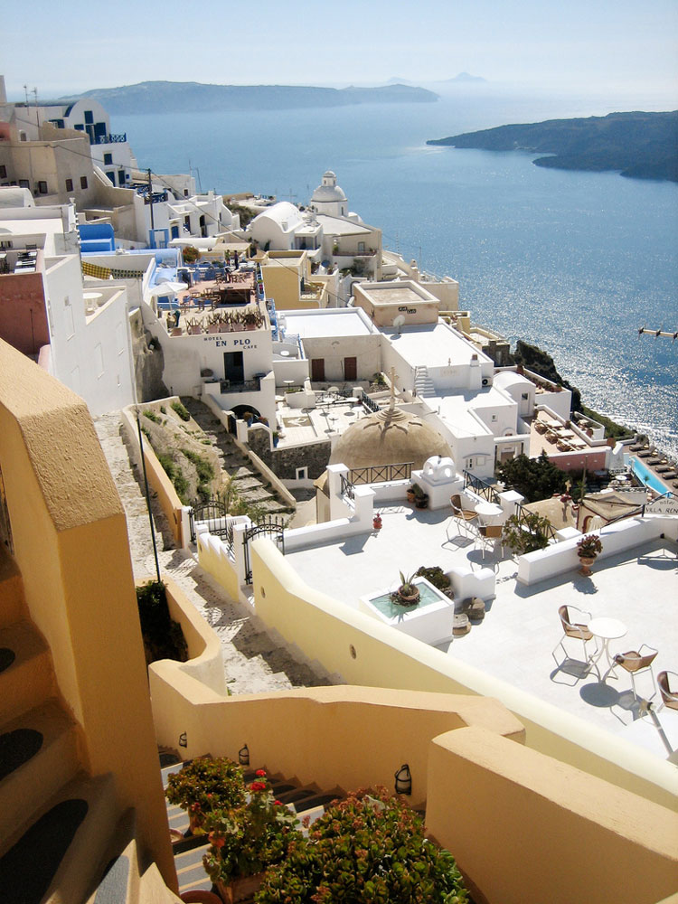 Santorini - © By Flickr user limaoscarjuliet