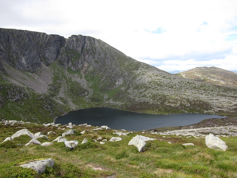Lochnagar lochan from the shoulder - © William Mackesy
