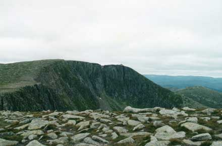 Lochnagar - summit plateau - © William Mackesy