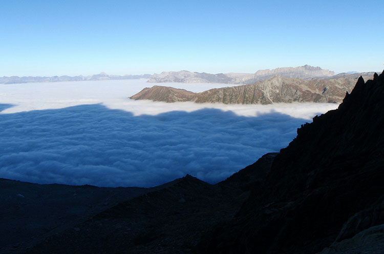 Aiguilles Rouges in the morning above the clouds - © Flickr user Alpiniste