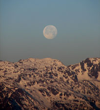 Moonset over Singalila Ridge - © David Briese, www.gang-gang.net/nomad