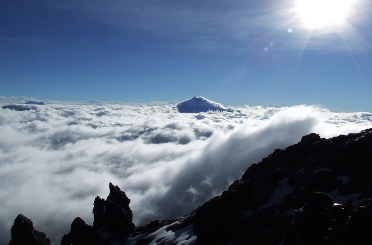 Cotopaxi From Iliniza - © By Flickr user JoSimon