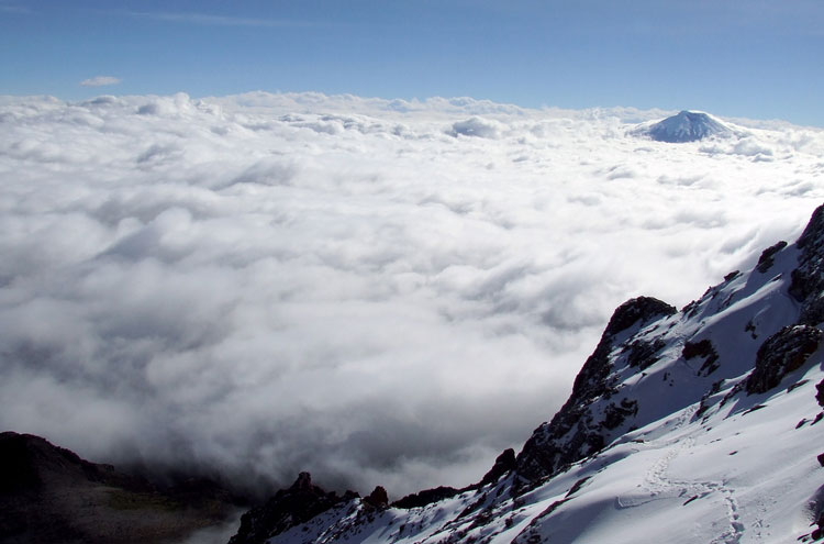 Track to Cotopaxi - © By Flickr user JoSimon