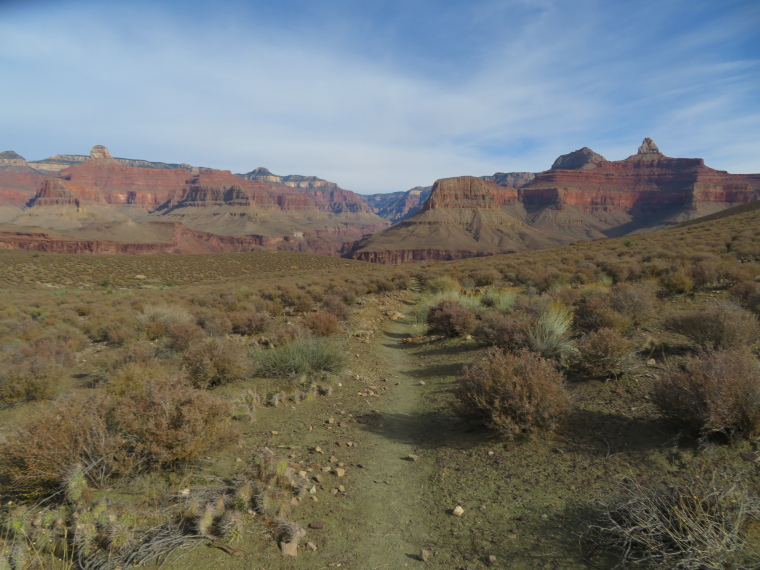 Inner plateau, N rim in distance, Tonto Trail - © William Mackesy