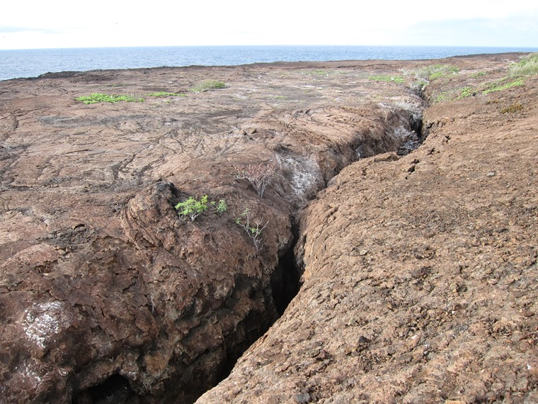 Ecuador Galapagos Islands, Galapagos Islands, Lava crevasse, Genovesa, Walkopedia