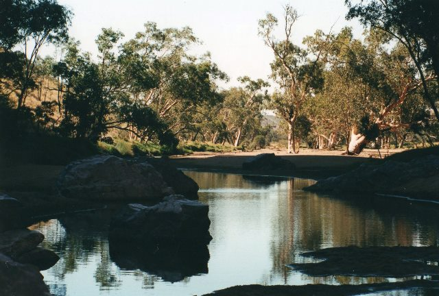 Australia Northern Territory, West Macdonnell Ranges, Near Stanley chasm, Walkopedia