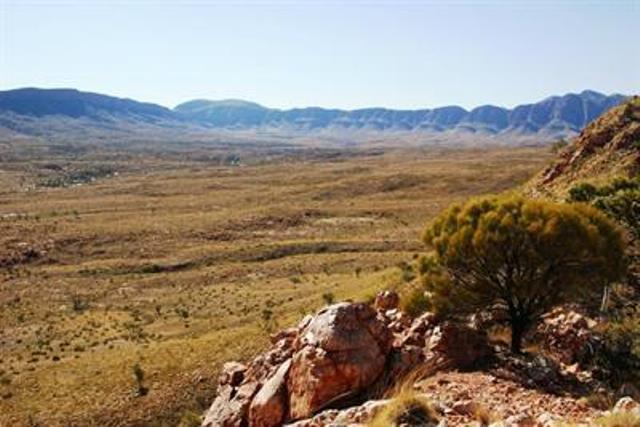 Australia Northern Territory, West Macdonnell Ranges, Ormiston Pound Walk , Walkopedia