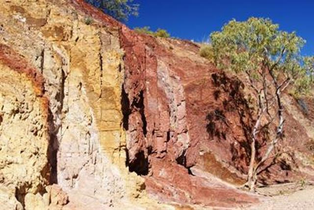 Australia Northern Territory, West Macdonnell Ranges, The Ochre Pits, Walkopedia