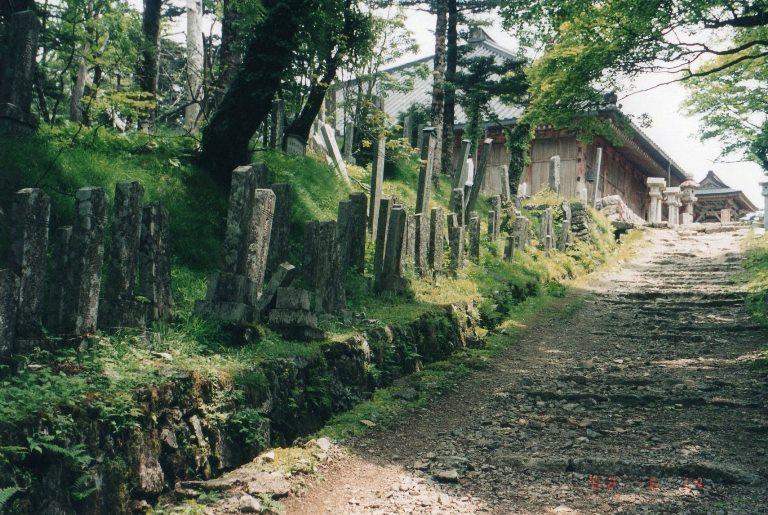 Japan Kansai: Kii Peninsula, Kumano Kodo, Omine-san,  steles lining the route, Walkopedia
