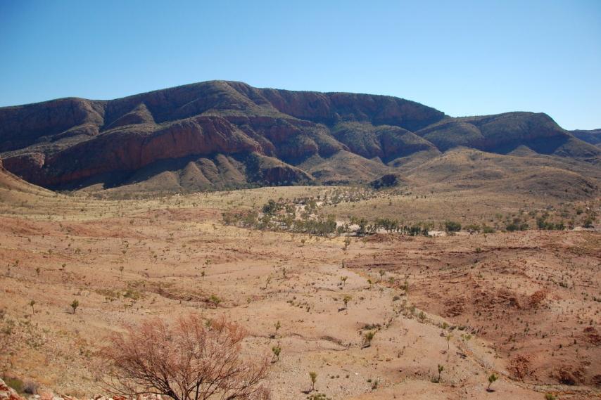 Australia Northern Territory, Ormiston Gorge and Pound, Ormiston Pound looking north, Walkopedia