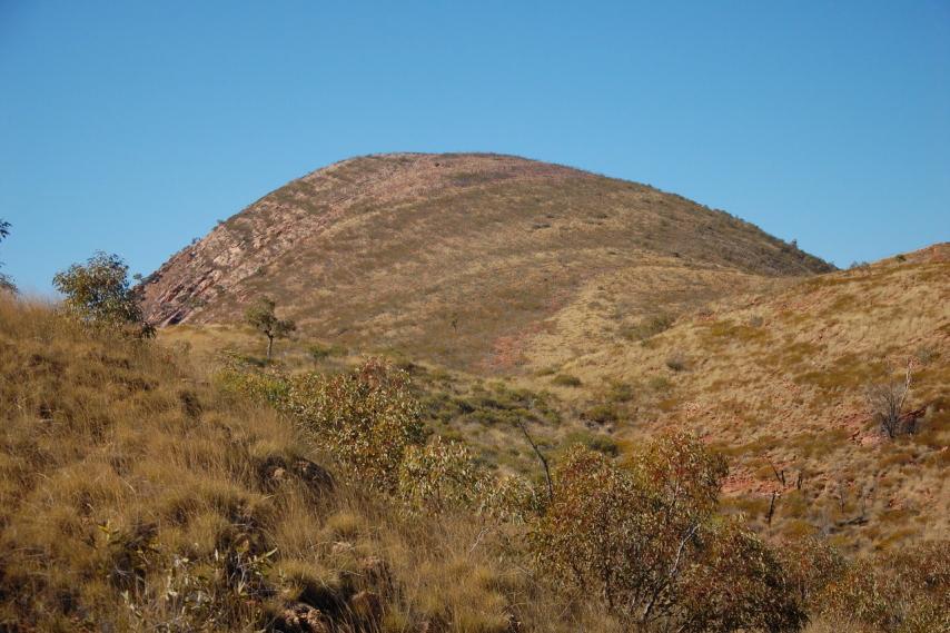 Australia Northern Territory, Ormiston Gorge and Pound, Hill along Ormiston Gorge Pound walk, Walkopedia