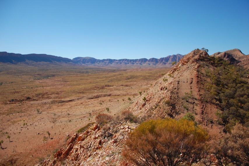 Australia Northern Territory, Ormiston Gorge and Pound, Ormiston Pound looking east, Walkopedia