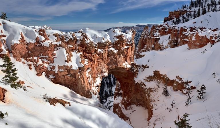 USA SW: Bryce Canyon, Bryce Canyon, Natural Bridge and a Utah Snowy Landscape (Bryce Canyon National Park), Walkopedia