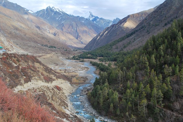 Tarik La : Baspa River flowing next to Chitkul village in Sangla valley, Kinnaur - © Flickr user Sanyam Bahga