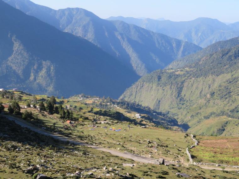 India NW: Uttarakhand/Garwhal, Nanda Devi Area, Curzon Trail Day 2, high above campsite, Walkopedia