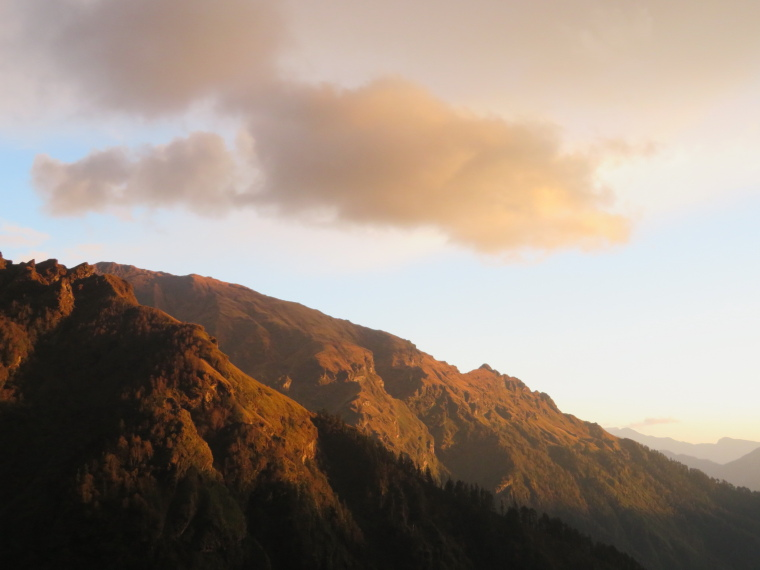 India NW: Uttarakhand/Garwhal, Kuari Pass (Curzon Trail) , Last light, day 4, Walkopedia