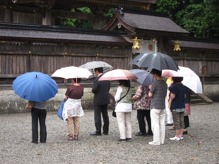 Japan Kansai: Kii Peninsula, Nakahechi Trail , Brollies at Hongu , Walkopedia