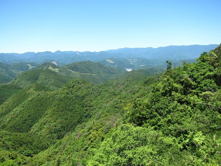 Japan Kansai: Kii Peninsula, Nakahechi Trail , Last glimpse of Hongu basin in Kii mountains, Walkopedia