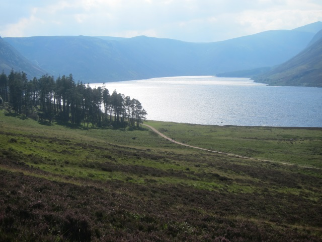 United Kingdom Scotland Cairngorms, Capel Mounth Track, Afternoon sun at Loch Muick, Walkopedia