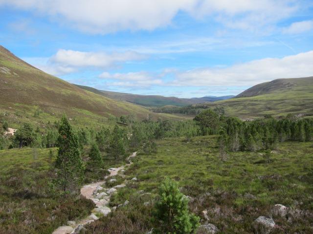 United Kingdom Scotland Cairngorms, Glen Lui, Back down upper Glen Lui, Walkopedia