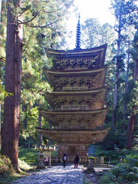 Haguro-san 5-story pagoda - © Walk Japan