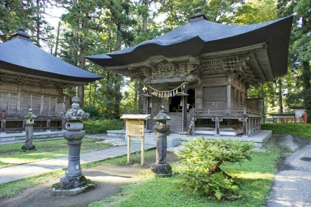 Shrine - © Walk Japan
