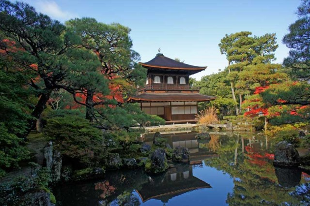 Shrine building - © Walk Japan