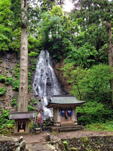 Shrine waterfall - © Walk Japan