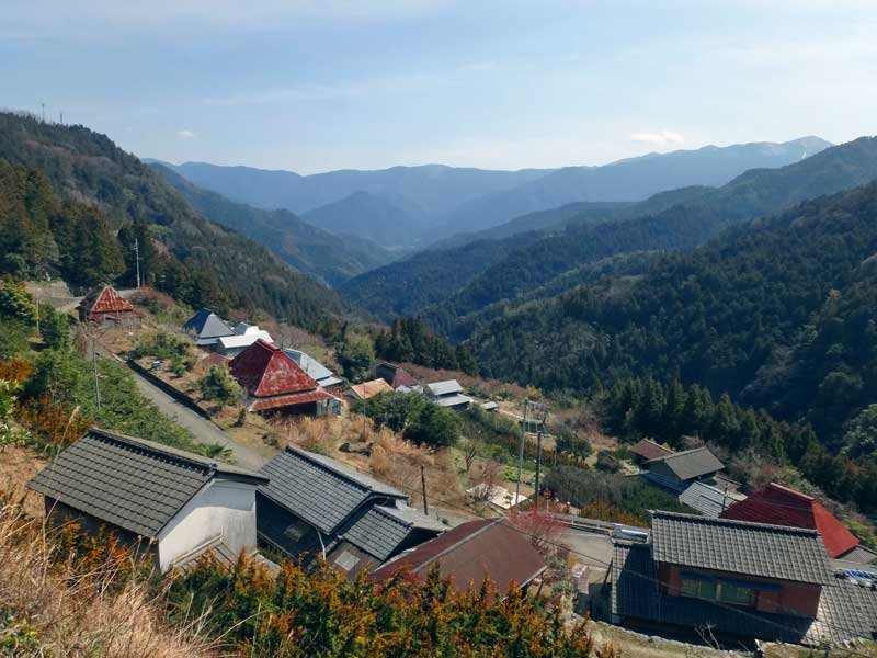 Shikoku Valley - © walk japan media...