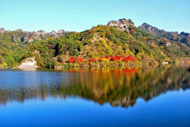 Nameishi Dam - © Walk Japan