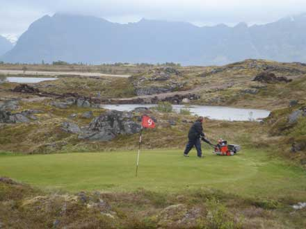 The 9th green below Hoven - © Patrick Gibbs