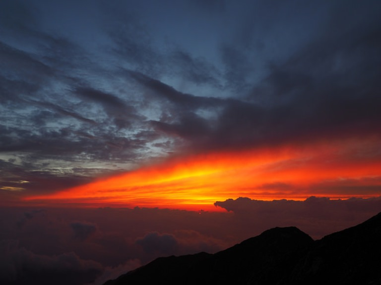 Kiso-Koma-ga-Take and Utsugi-dake loop: Sunset from Mt. Kiso-Komagatake - © Flickr User - prelude2000