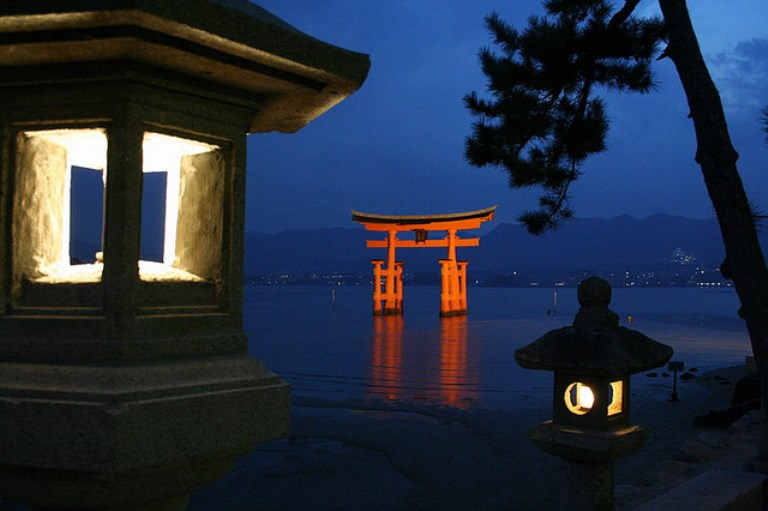 Miya-Jima: Itsukshima-jinja  - © Flickr User - Chanin M