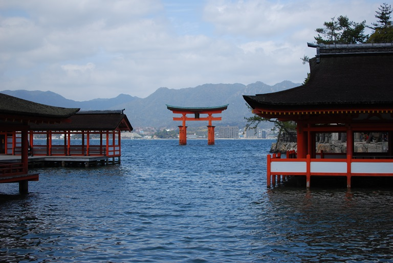 Itsukushima - © Nicholas Boos flickr user