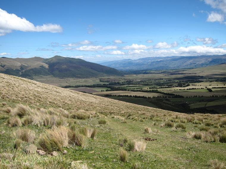 Cerro Ruminahui: North from Ruminahui flank - © William Mackesy