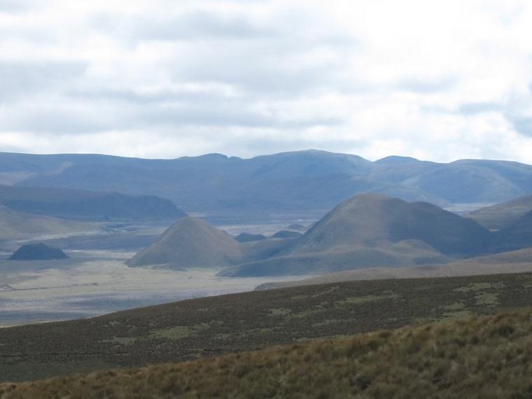 Cerro Ruminahui: Very volcanic plain north of Cotopaxi - © William Mackesy
