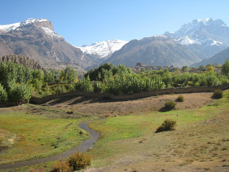 Nepal Annapurna & Mustang Region, Muktinath / Jomsom Trek, Below Muktinath, Walkopedia