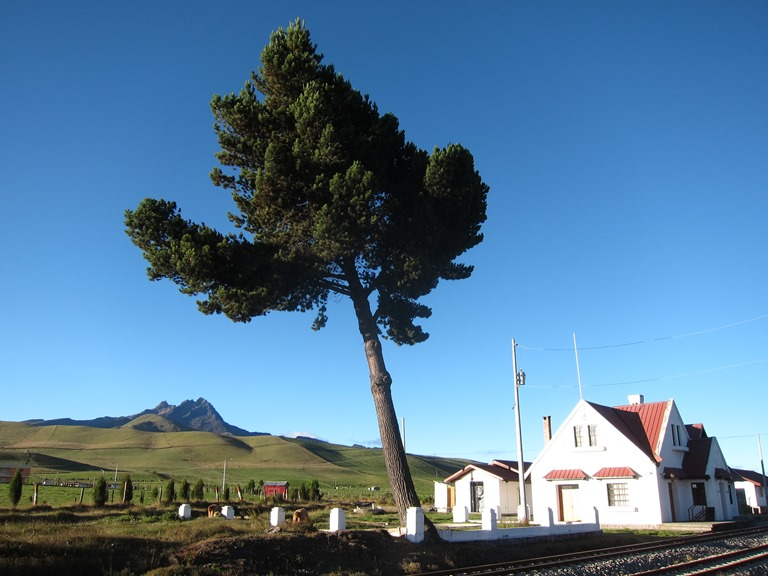 Ecuador Central Andes, Avenue of the Volcanoes, Carihuairazo from Urbina, Walkopedia